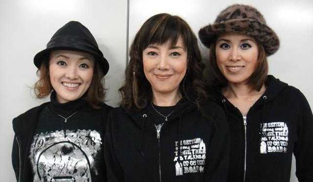 <strong>戸田恵子</strong>|『今の私をカバンにつめて』大阪千秋楽、無事終了! 左から、入絵加奈子さん、戸田恵子、麻生かほ里さん。