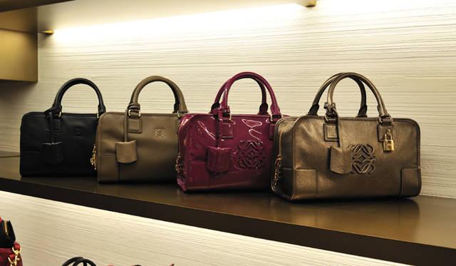 <strong>LOEWE|ロエベ</strong> 定番バッグ「アマソナ」は、サイズやカラー、種類も豊富。