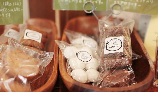 <strong>Boulangerie Copain|ブーランジェリー コパン</strong> 小さな袋に小分けにされた焼き菓子。お茶の時間が楽しくなりそうだ。