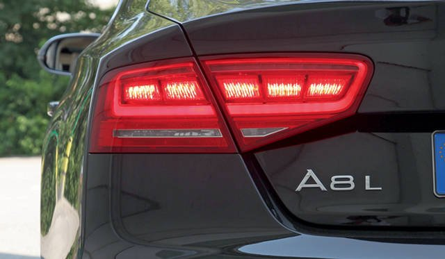 <strong>Audi A8|アウディ A8</strong>