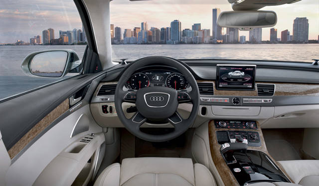 <strong>Audi A8|アウディ A8</strong> インパネ前景