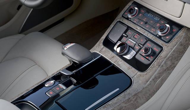 <strong>Audi A8|アウディ A8</strong> 8段ティプトロニックトランスミッション セレクターレバー