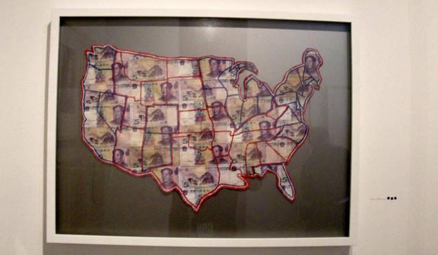 <strong>マシュー的、「Art Basel Miami 2010」レポート</strong> イギリス人アーティスト、Susan Stockwellのマネーアート。