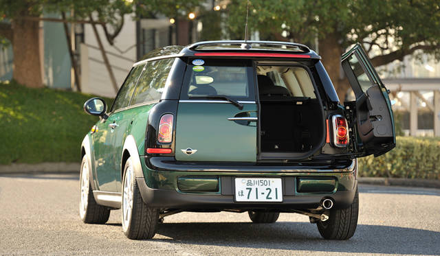 <strong>MINI COOPER CLUBMAN</strong>