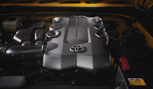 <strong>TOYOTA FJ CRUISER|トヨタ FJクルーザー</strong> 4.0リッター V6 1GR-FEエンジン