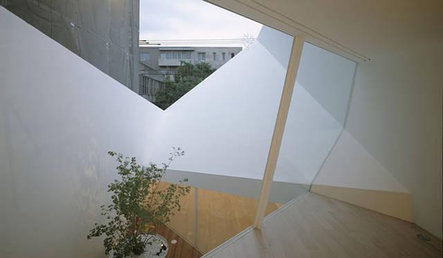 <strong>特集|OPENERS的ニッポンの女性建築家 永山祐子</strong> 丘のある家(2006年)