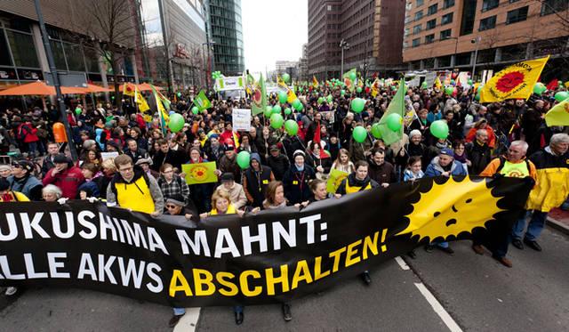 <strong>現地報告 ドイツのエネルギー事情</strong>   3月26日にベルリンでおこなわれた反原発デモ。&#169;Getty Images