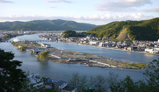 <strong>松浦俊夫|from TOKYO MOON 7月3日 ON AIR</strong> 毎年恒例の夏祭りの花火、今年はこの中之島から上がる予定だという。