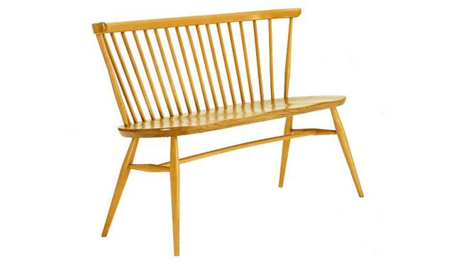 <strong>MARGARET HOWELL HOUSEHOLDGOODS|マーガレット・ハウエル ハウスホールドグッズ</strong> ERCOL「LOVE SEAT」NATURAL 16万8000円、BLACK 18万9000円(H77×W113×D53cm)