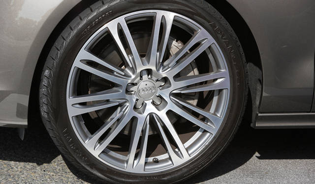 <strong>Audi A7 Sportback|アウディ A7 スポーツバック</strong> このとき履いていたのは、オプションの10パラレルスポークアルミホイール。