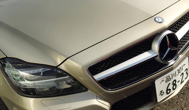 <strong>Mercedes-Benz CLS 350 BlueEFFICIENCY| メルセデス・ベンツ CLS 350 ブルーエフィシエンシー</strong> 走行状況や天候におうじて5つの機能を自動で選択してくれるLEDインテリジェントライトシステムを搭載したヘッドライト。
