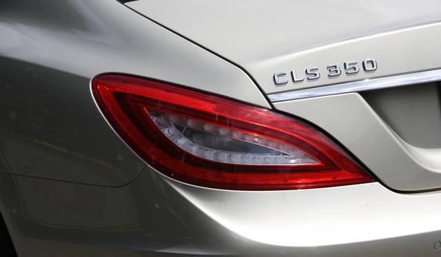 <strong>Mercedes-Benz CLS 350 BlueEFFICIENCY| メルセデス・ベンツ CLS 350 ブルーエフィシエンシー</strong> リアエンドを演出するLEDリアコンビネーションランプ。