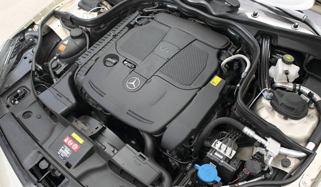 <strong>Mercedes-Benz CLS 350 BlueEFFICIENCY| メルセデス・ベンツ CLS 350 ブルーエフィシエンシー</strong> 3.5リッターV型6気筒ブルーダイレクトエンジン。直噴技術、吸排気系統を改善したことで、従来よりも34psの出力、20Nmの最大トルクアップにもかかわらず、燃費6.8&#8467;/100km、CO2排出量159g/kmを記録。