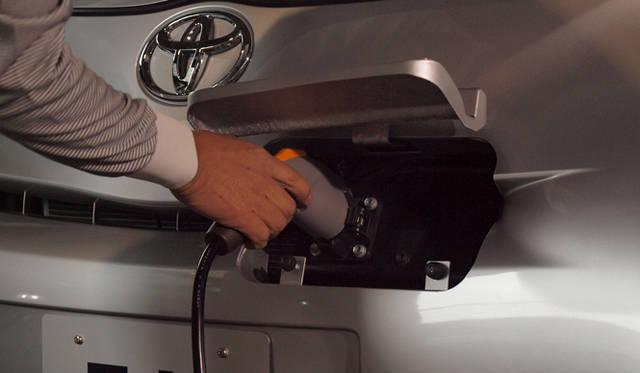 <strong>あたらしい時代づくりに取り組むひとと企業──トヨタ自動車編</strong> iQ EV コンセプト