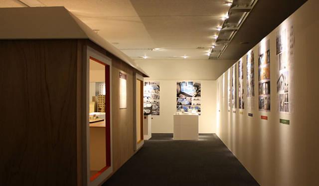 <strong>特集|OPENERS的ニッポンの若手建築家 PARTII 南後由和</strong> 「デザイナーズ集合住宅の過去・現在・未来」展(2010) Photo by Yuki Hyakuda