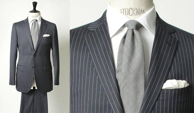 <strong>united arrows green label relaxing グリーンレーベル リラクシング</strong> 「REDA×グリーンレーベル リラクシング」のエクスクルーシブ「VALLEMOSSO」シリーズ<br>生地にミルド加工をほどこしたチョークストライプ柄のスーツ。ネイビーはグレーネイビーカラーで、トレンドらしい色。シックなイメージのスーツをシャープなシルエットに仕上げている。スーツ3万9900円(ジャケット2万7300円、トラウザーズ1万2600円)、シャツ8925円、チーフ2940円(すべてグリーンレーベル リラクシング)、ネクタイ8925円(アルテア)