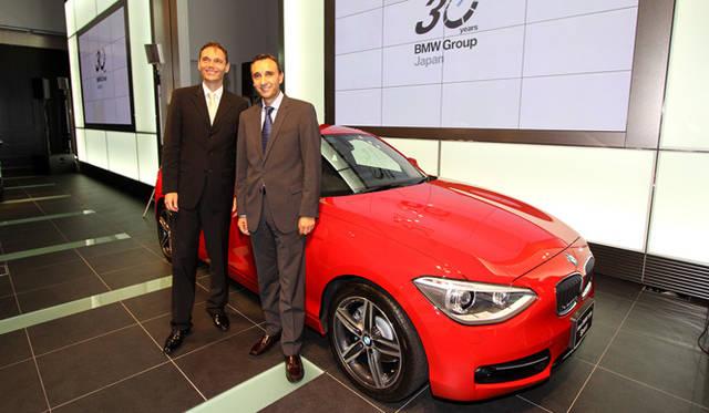 <strong>BMW  1 Series|ビー・エム・ダブリュー 1シリーズ</strong> 向かって左から、BMW ジャパンのローランド クルーガー代表取締役社長と、ドイツ本国より新型1シリーズのプレゼンテーションのために来日したアルバレド ベルナルド ロペス 車両評価担当部長。