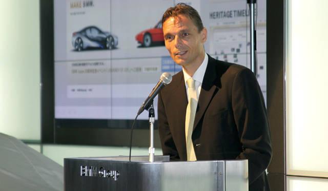 <strong>BMW  1 Series|ビー・エム・ダブリュー 1シリーズ</strong> 発表会のオープニングで挨拶する ローランド クルーガー代表取締役社長。