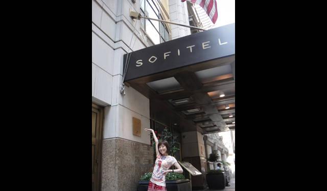<strong>戸田恵子|慌ただしくも充実した、夏を振り返る その2 ニューヨーク観劇三昧!</strong><br />7月12日(火)<br />ホテル『SOFITEL』でランチ。ちょっと前にIMFのトップ ドミニク・ストラスカーン氏がお泊りして問題になった例のあのホテルです(笑)。