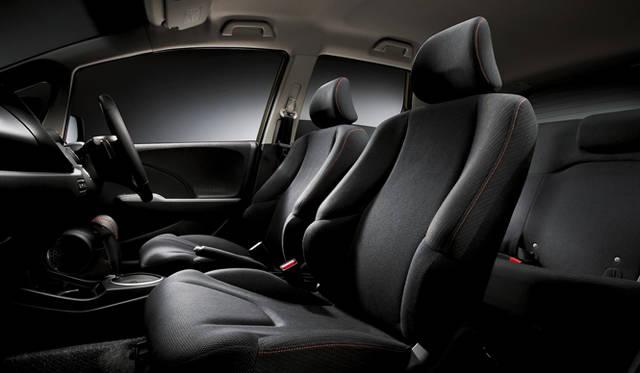 <strong>HONDA FIT RS・10th Anniversary ホンダ フィット RS・10th アニバーサリー</strong> 専用ブラックインテリア (オレンジステッチいり)