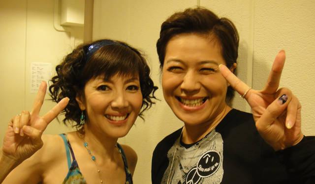 <strong>BGブランドから新作登場! 戸田恵子×植木 豪インタビュー</strong> タレント 青木さやかさんと。<br />戸田 「青木さんはピアノの弾き語りを披露してくれました。テレビで観たことがあるという方も多いと思いますが、彼女ピアノが上手で、ライブもやっているんですよ」
