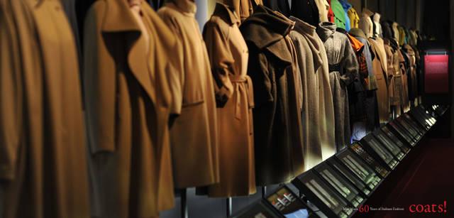 <strong>MaxMara|マックスマーラ</strong> 展示会場には1950年代以降の数かずのコートが並べられた。