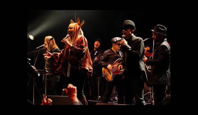 <strong>The Beetle Presents Tokyo Crossover/Jazz Festival|ザ・ビートル・プレゼンツ 東京クロスオーバー・ジャズ・フェスティバル</strong> ステージ上のNavasha Daya (Fertile Ground)さんと沖野修也(Kyoto Jazz Massive)さん