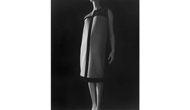 <strong>ART</strong>|展示と映画、ふたつの視点から写真家・現代美術作家 杉本博司に迫る<br />「スタイアライズドスカルプチャー 008 [イヴ・サンローラン 1965]」 2007 年