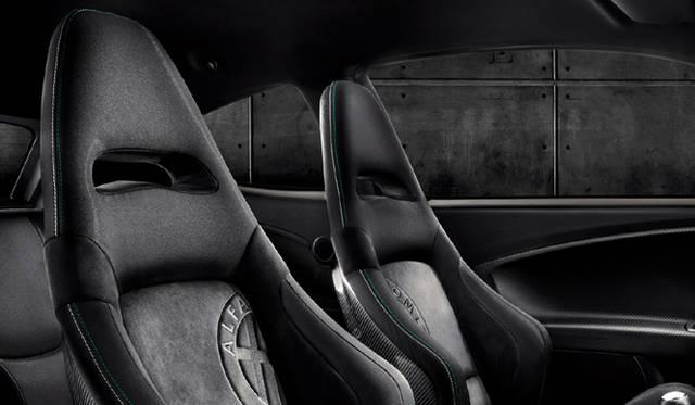 <strong>Alfa romeo MiTo Quadrifoglio Verde Limited Edition|アルファロメオ ミト クワドロフォリオ ヴェルデ リミテッド エディション</strong> ヘッドレスト一体式Sabelt製カーボンシェルフロントシート
