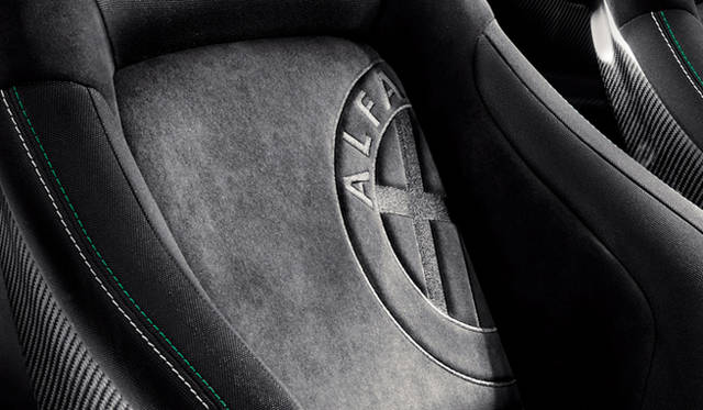 <strong>Alfa romeo MiTo Quadrifoglio Verde Limited Edition|アルファロメオ ミト クワドロフォリオ ヴェルデ リミテッド エディション</strong> シート素材はアルカンターラ/ファブリック