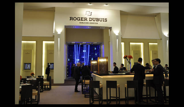 <strong>ROGER DUBUIS|ロジェ・デュブイ</strong> 展示ブース。