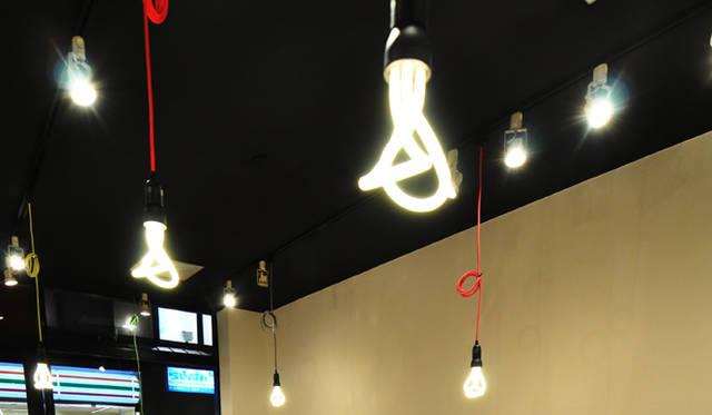 <strong>Bento&co</strong> ユニークな明かりは、イギリスHulger社の「Plumen」シリーズから