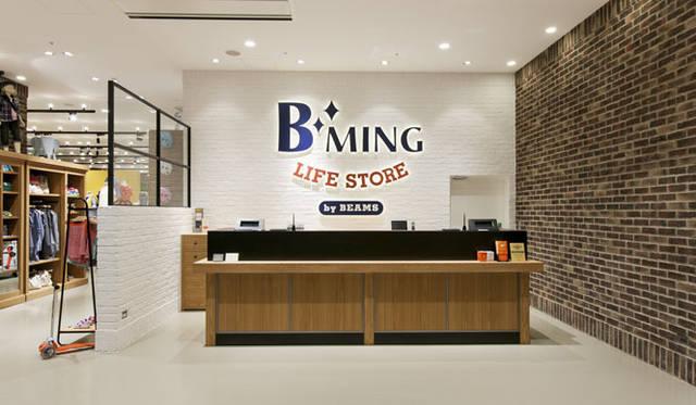 <strong>BEAMS|ビームス</strong> 入口正面のレジカウンター