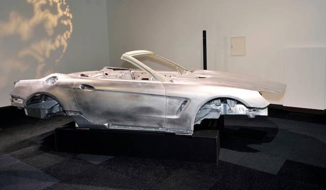 <strong>Mercedes-Benz SL-Class|メルセデス・ベンツSLクラス</strong><br />試乗会場にはホワイトボディが展示されていた