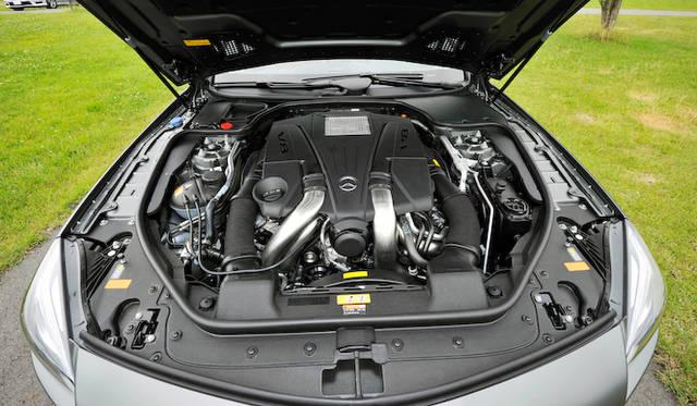 <strong>Mercedes-Benz SL550 BlueEFFICIENCY|メルセデス・ベンツSL550ブルーエフィシエンシー</strong><br />SL550のエンジンは、4.7リッターV型8気筒DOHC ターボチャージャー付き。最高出力435ps、最大トルク700 Nmをほこる