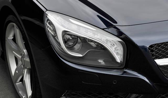 <strong>Mercedes-Benz SL350 BlueEFFICIENCY|メルセデス・ベンツSL350ブルーエフィシエンシー</strong><br />ポジショニングライトとウィンカーにはLEDが採用される