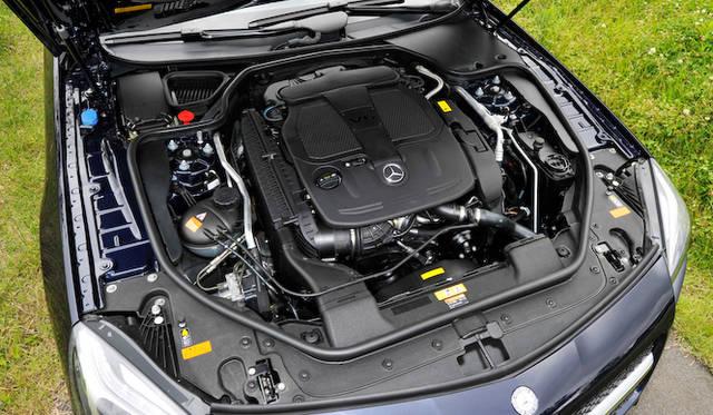 <strong>Mercedes-Benz SL350 BlueEFFICIENCY|メルセデス・ベンツSL350ブルーエフィシエンシー</strong><br />SL350のエンジンは3.5リッターV型6気筒から、最高出力225 kW(306 ps)、最大トルク370 Nm(37.5 kgm)を発揮する