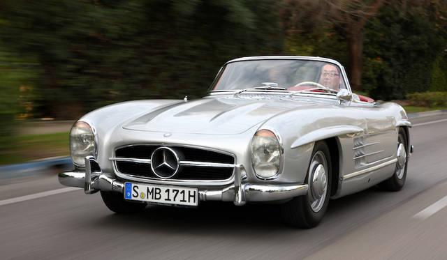 <strong>Mercedes-Benz 300SL(W198)|メルセデス・ベンツ 300SL(W198型)</strong><br />海外試乗会で、初代から新型に至るまで、歴代のSLを乗り比べる機会を得た筆者。そこで驚いたのはすべてのモデルが、まったくおなじような乗り味の指向をもっていたことだ。