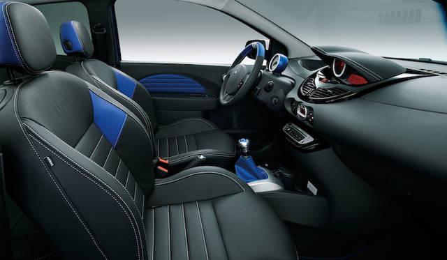 <strong>Renault Twingo Gordini Renault Sport|ルノー トゥインゴ ゴルディーニ ルノー・スポール|ボディカラー「ブルー マルト」の内装</strong>