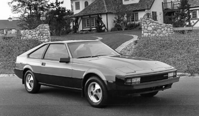 <strong>Toyota Supra|トヨタ スープラ (日本名セリカXX)</strong><br />ロータス・カーズ創始者であるコーリン・チャップマンの協力によって生み出された 日本で放映されたテレビCMにもコーリン・チャップマンは出演している 1981-1986年にかけて製造された