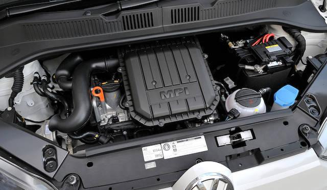 <strong>Volkswagen up!|フォルクスワーゲン アップ!</strong><br />新開発999cc直列3気筒DOHC4バルブエンジンは、最高出力55kW(75ps)/6,200rpm、最大トルク95Nm(9.7kgm)/3,000-4,000rpmの自然吸気型だ