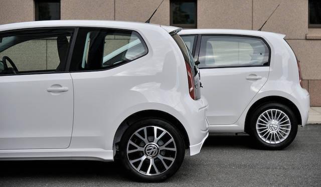 <strong>Volkswagen up!|フォルクスワーゲン アップ!</strong><br />手前のup!が履くのはオプションの16インチホイール