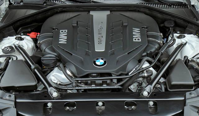 <strong>BMW 7 series|BMW 7シリーズ</strong> 750i 4.4リッターV8エンジン