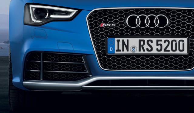 <strong>Audi RS5 Cabriolet|アウディRS5 カブリオレ</strong><br />格子状のグリル、大きく膨らんだフェンダー(ブリスターフェンダー)などRSモデルならではの外観