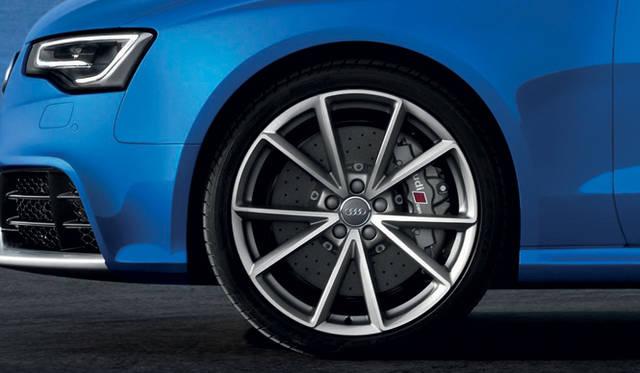 <strong>Audi RS5 Cabriolet|アウディRS5 カブリオレ</strong><br />直径365mmのフロントベンチレーテッドディスクブレーキ