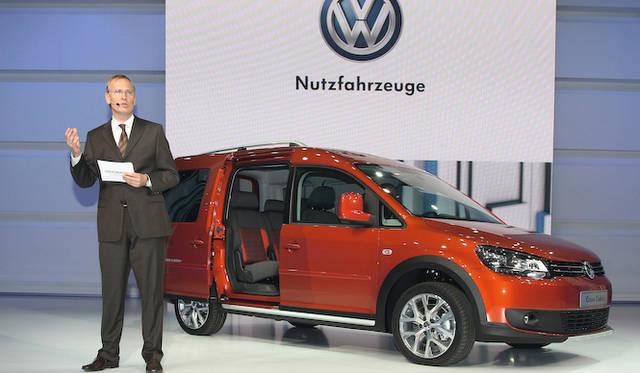 <strong>Volkswagen Group Night|フォルクスワーゲン グループ ナイト</strong><br />Eckhard Scholz博士とフォルクスワーゲンの商用車「Cross Caddy(クロスキャディ)」