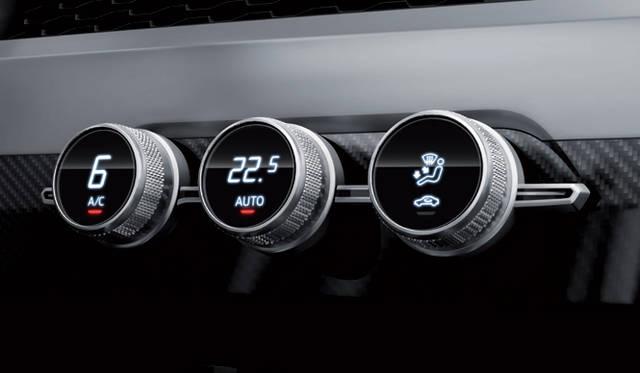 <strong>Audi crosslane coup&eacute;|アウディ クロスレーン クーペ</strong><br />センターコンソールのディスプレイはエアコンの表示のみ