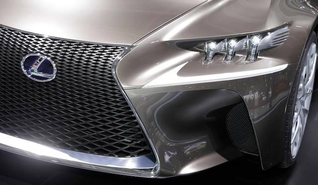 "<strong>Lexus LF-CC|レクサス LF-CC</strong><div align=""right"" class=""txt11hl5"">Photograph by MOCHIZUKI Hirohiko</div>"