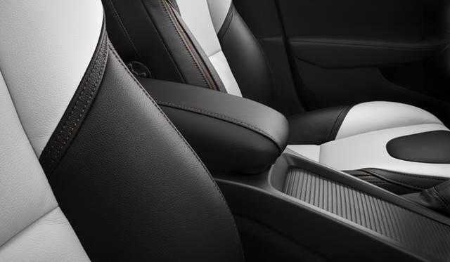 <strong>Volvo V40 Cross Country|ボルボ V40 クロスカントリー</strong>
