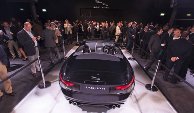 <strong>Jaguar F-Type|ジャガー Fタイプ</strong><br />プレスデーに先立ち、ロダン美術館にてお披露目がおこなわれた。